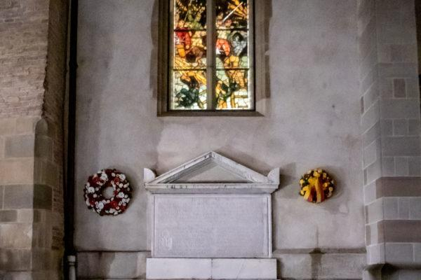 couronne_ hommage_victimes_Escalade_1602_3